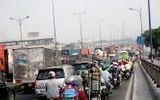 Kẹt xe kinh hoàng cửa ngõ Sài Gòn, CSGT đứng suốt 15 tiếng để giải tỏa