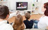 Thói quen xem tivi của cha mẹ ảnh hưởng trực tiếp tới trẻ