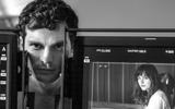 """Cặp đôi """"50 sắc thái"""" tái diễn cảnh phim bằng loạt ảnh nóng bỏng"""