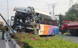 Hình ảnh kinh hoàng vụ xe giường nằm tông xe tải chở gỗ