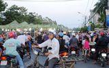 Tiểu thương Cà Mau xuống đường chặn xe phản đối chuyển chợ