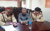 Hà Nội: Cụ ông 65 tuổi đi lạc được CSGT đưa về nhà