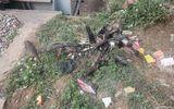 Hà Nội: Tàu hỏa nghiền nát xe máy, 1 người tử vong