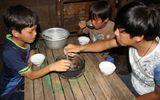 Xót xa cảnh 3 anh em côi cút, đói rách trong căn nhà sắp sập