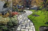 Nhà đẹp - Ý tưởng thiết kế gạch lát sân vườn, vỉa hè rẻ, đẹp chẳng thể ngờ