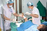 Y tế - Đắp thuốc Nam trị bỏng, bé 9 tuổi bị hoại tử 2 chân