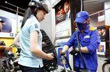 Thị trường - Giá xăng RON 95 dầu bất ngờ giảm gần 600 đồng/lít