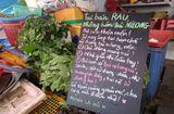 """Cộng đồng mạng - Tiểu thương bán rau, nhất quyết không bán túi ni-lông gây """"sốt"""" cộng đồng mạng"""