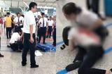 Cộng đồng mạng - Phẫn nộ người phụ nữ dùng dao đâm nhân viên nhà ga chỉ vì bị trễ tàu