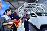 Thế giới Xe - Trải nghiệm chưa từng có của khách hàng Việt khi nhận xe Vinfast Lux