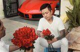 Chuyện làng sao - Ngày 20/10, Tuấn Hưng dậy từ sớm tinh mơ đi mua hoa, tự tay gói tặng mẹ và vợ