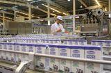 """Thị trường - Siêu nhà máy sữa Vinamilk """"ghi điểm"""" với đoàn công tác của Bộ Nông Nghiệp Mỹ"""