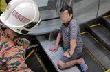 """Tin thế giới - Malaysia: Xót xa người đàn ông bị thang cuốn """"nuốt chửng"""" chân vì đi dép lê"""