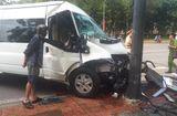 Tin trong nước - Ô tô chở khách Hàn Quốc gặp nạn ở Huế, 5 người nhập viện cấp cứu