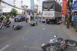Tin trong nước - An Giang: Xe tải tông 6 xe máy đang dừng đèn đỏ, 4 người bị thương