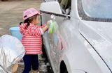 """Gia đình - Tình yêu - """"Thiên kim tiểu thư"""" rửa xe kiếm tiền, cách đại gia dạy con kiểu """"nhà nghèo"""" khiến ai cũng phải xuýt xoa"""