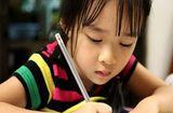 Sức khoẻ - Làm đẹp - Con gái viết chữ đẹp, đều tăm tắp nhưng người mẹ lại không vui vì lý do này