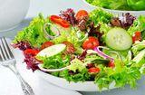 Sức khoẻ - Làm đẹp - Ăn nhiều rau sống tưởng tốt ai dè vẫn rước bệnh vào người