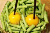 Ăn - Chơi - Đập trứng vào đậu xào, tưởng dở ai ngờ được mẹ chồng khen mãi