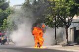 Tin trong nước - Xe máy bốc cháy ngùn ngụt khi đang lưu thông, chủ xe may mắn thoát nạn
