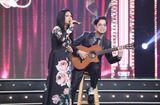 Chuyện làng sao - Anh Ba Ngọc Sơn đệm đàn cho danh ca Họa Mi hát ngay tại sân khấu Tuyệt đỉnh Bolero 2020