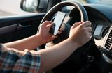 Tình huống pháp luật - Từ năm 2020, nghe, gọi điện thoại khi lái xe bị phạt bao nhiêu tiền?
