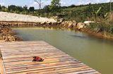 Tin trong nước - Vụ bé gái tử vong vì rơi xuống hồ nước: Bạn chạy về tìm người lớn ứng cứu nhưng không kịp