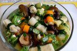 """Ăn - Chơi - Cách làm canh bắp cải cuộn giò chả, """"dọn tủ lạnh"""" sau Tết"""