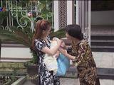 """Lộ cảnh quay xúc động trong """"Về nhà đi con"""": Thư bước lên xe rời khỏi nhà chồng"""