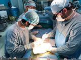 Bé sinh non 3 tháng được cứu sống từ mảnh gan của ông nội