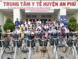 An Giang: Tặng 40 xe đạp cho học sinh nghèo vượt khó
