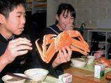 Chứng kiến trường học ở Nhật bản mua cua tuyết siêu đắt trong bữa ăn miễn phí cho học sinh sắp tốt nghiệp