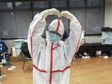 Nữ y tá tuyến đầu ở Vũ Hán: Nghe bệnh nhân nói 'xin lỗi', tôi khóc mờ cả kính bảo hộ