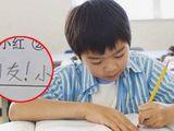 Thầy yêu cầu sắp xếp các từ thành câu có nghĩa, cậu bé viết câu