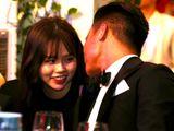 Giữa lúc Quang Hải mặn nồng với bạn gái mới, Nhật Lê đăng status kì lạ