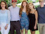 Ái nữ nhà Bill Gates lần đầu hé lộ cuộc sống