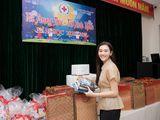 Ngất lịm vì nụ cười ngọt ngào của Á hậu Tường San khi phát quà trung thu cho trẻ em khó khăn