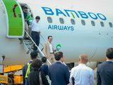 Chủ tịch Bamboo Airways Trịnh Văn Quyết cùng hành khách bay thẳng Hà Nội - Côn Đảo ngày khai trương