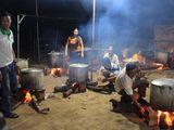Người dân Đắk Lắk gói 2.000 bánh tét cứu trợ đồng bào miền Trung