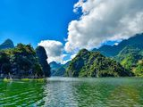 """Sơn La: Du lịch lòng hồ Quỳnh Nhai """"Vịnh Hạ Long"""" của vùng Tây Bắc"""