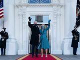 Hành động khác với truyền thống của ông Biden khiến nhân viên Nhà Trắng xúc động