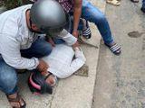 Bị giật điện thoại, cô gái 24 tuổi phóng xe lao thẳng vào băng cướp 6 tên