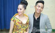 Khánh Thi tươi cười chụp ảnh cùng chồng trẻ kém 12 tuổi