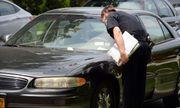 Cảnh sát ghi vé phạt lần 2 mà không biết tài xế đã chết trong xe