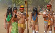 Bộ lạc kỳ lạ không có thói quen... mặc quần áo