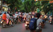 Người dân đội mưa chờ xem bắn pháo hoa mừng Quốc khánh 2/9