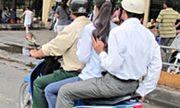 Xe mô tô, gắn máy được phép chở hai người khi nào?