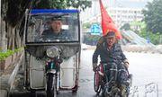 Người đàn ông trẻ vượt 2800km trong 566 ngày trên chiếc xe lăn