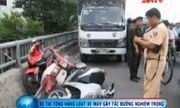 Clip: Xe tải đổ dốc mất phanh, đâm hàng loạt xe máy