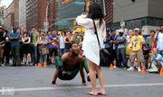 Video: Tán tỉnh hot girl bằng tài nhào lộn đường phố cực đỉnh